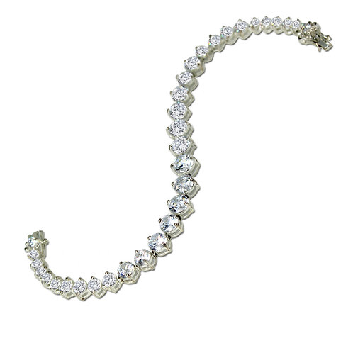 15.10 carat Graduated Tennis Bracelet set in 14k White Gold