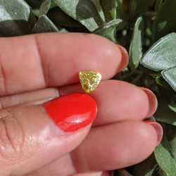 1 carat trillion cut yellow moissanite2.