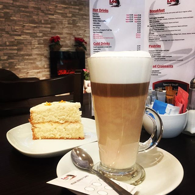 Afternoon treat 😍 orange cake 🍰 with a nice coffee ☕️ #leocafé #thebestintown #lovecoffee