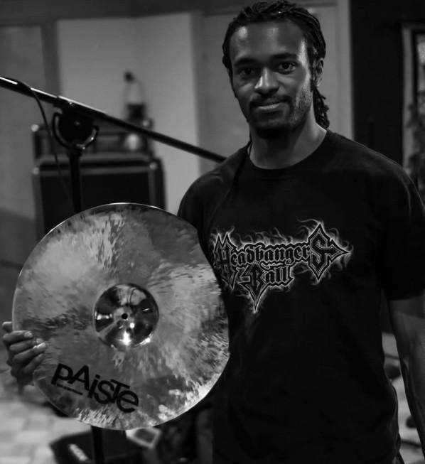 Niviane Announces New Drummer
