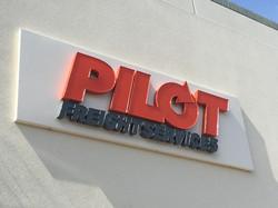 PILOT_THREE_DIMENSIONAL_SIGN