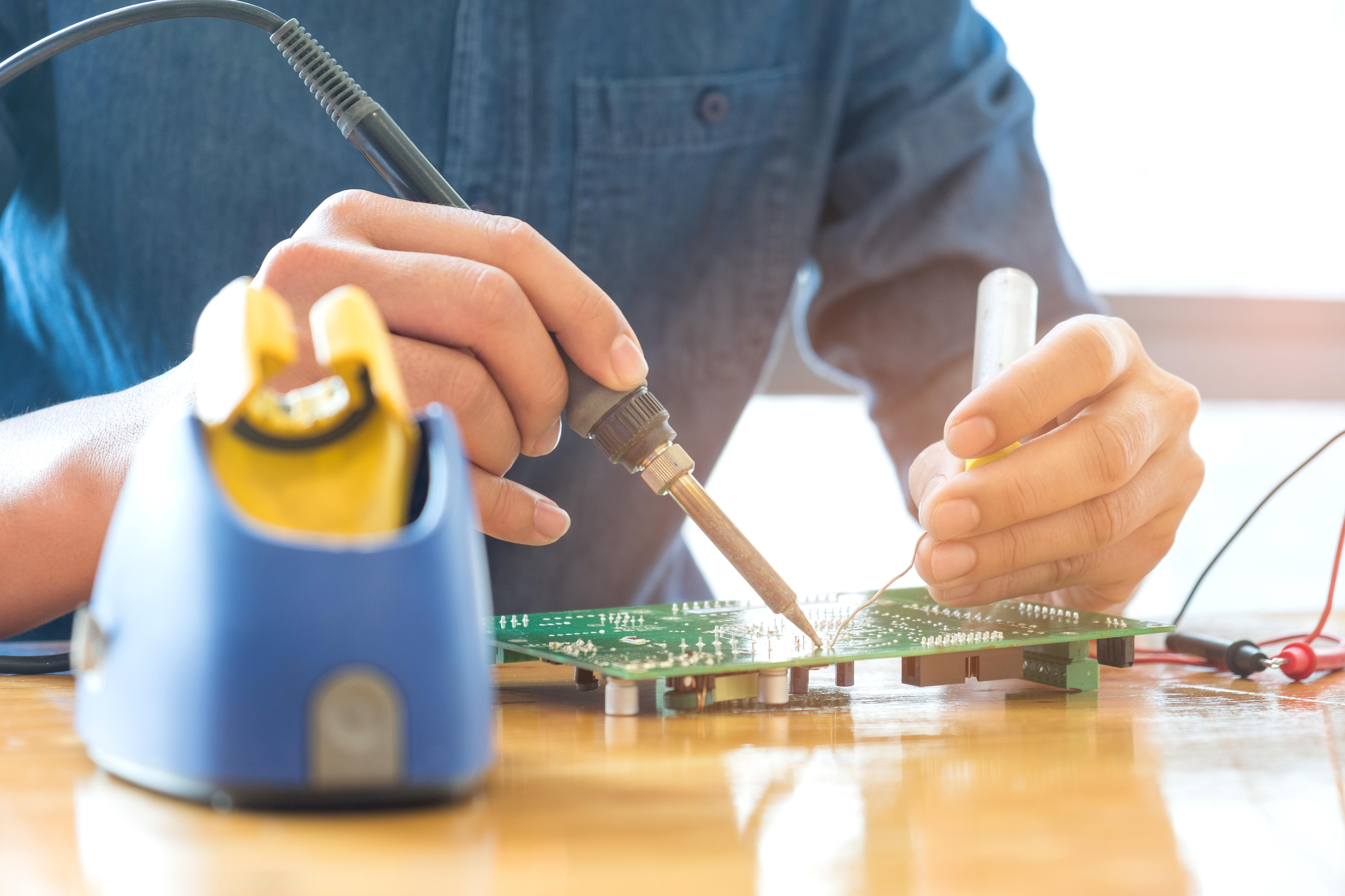 Pemasangan & Penyelenggaraan Elektrik