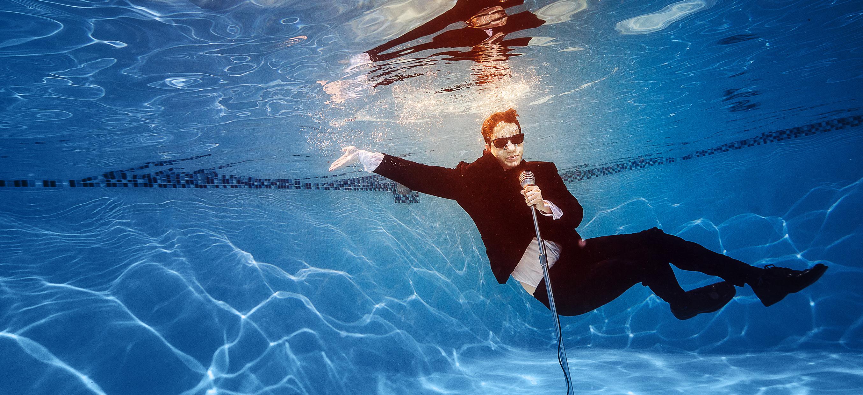 The-underwater-singer-835391080_5266x342