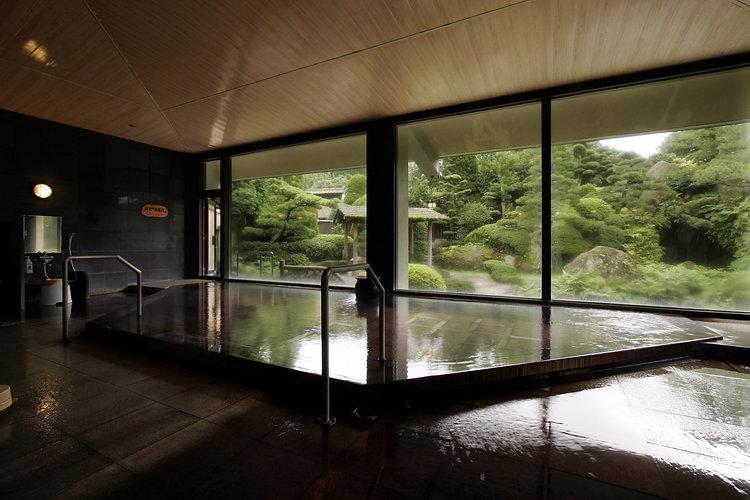 嬉野 茶心の宿 和楽園 大浴場「滝見の湯」(ホテルより入手).JPG