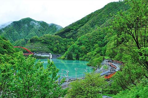 ②-2-1 モデルルート半日欅平① うなづき湖とトロッコ電車.jpg