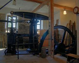 1024px-20070616_Dampfmaschine.jpg