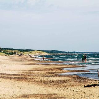 Strand mit automatisiertem Coronaverhalten