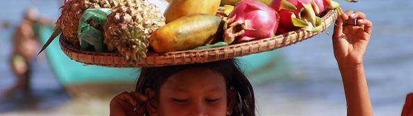 Obstmädchen am Strand von Sihanoukville