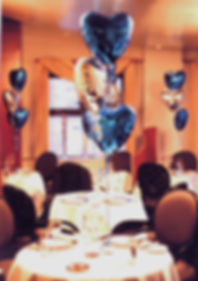 Table centre foil balloon decorations are the perfect way to bring out the colours of your anniversary celebration venue.  Helium balloon table centres are best in groups of odd numbers