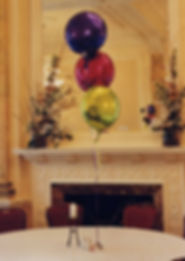 Table centre foil balloon decorations are the perfect way to bring out the colours of your wedding at the reception venue.  Helium balloon table centres are best in groups of odd numbers