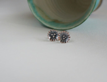 028 - Daisy Studs with granule centres.J
