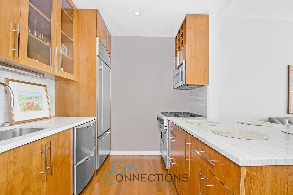 88 Greenwich 1512 kitchen
