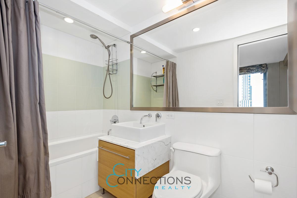 100 W 39th St 43DE Bath2
