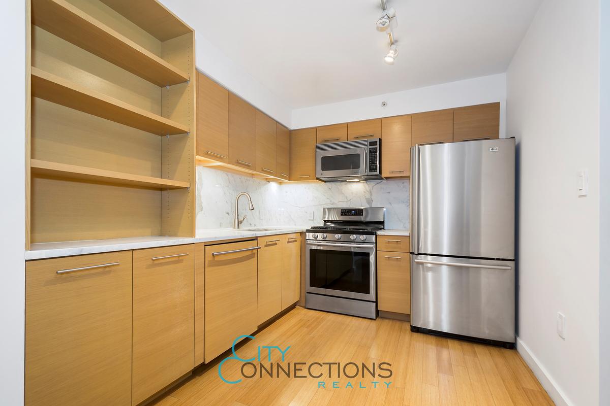 100 W 39th St 38E Kitchen