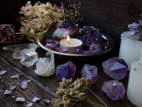 Un incantesimo con il quarzo e la candela.