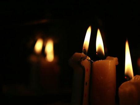 L'accensione delle candele nei rituali.