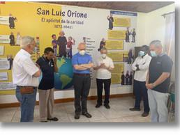 Religiosos en ejercicios espirituales con la visita del nuevo Cardenal Celestino Aós