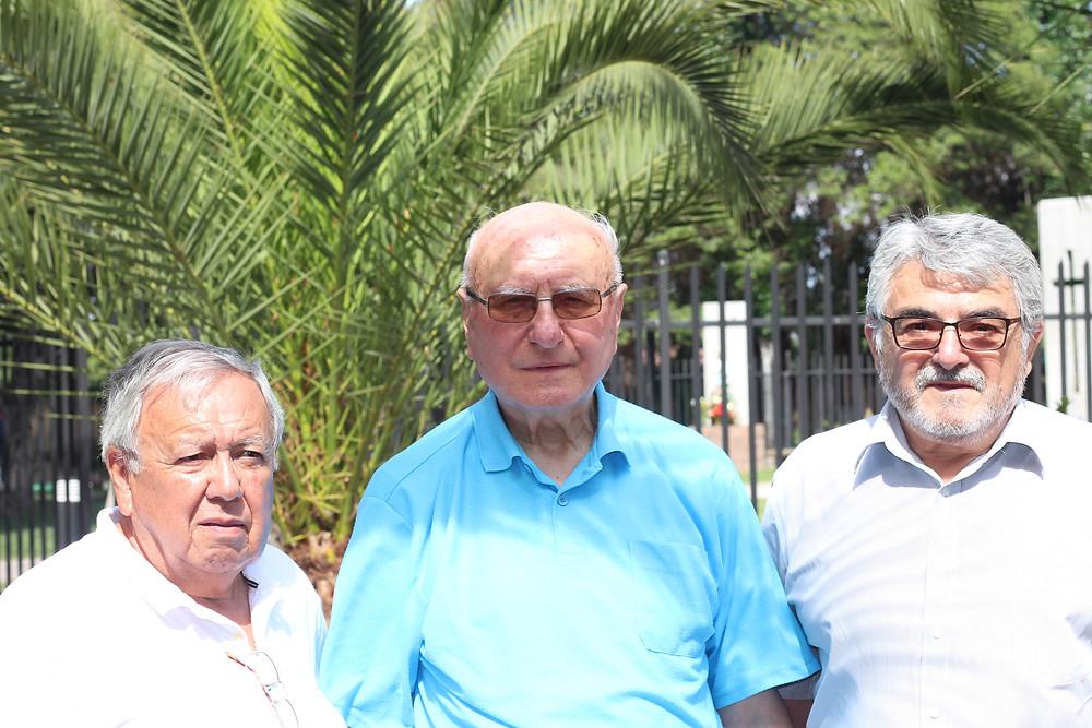 Junto a dos de sus exalumnos de las primeras generaciones del Colegio Don Orione de Cerrillos