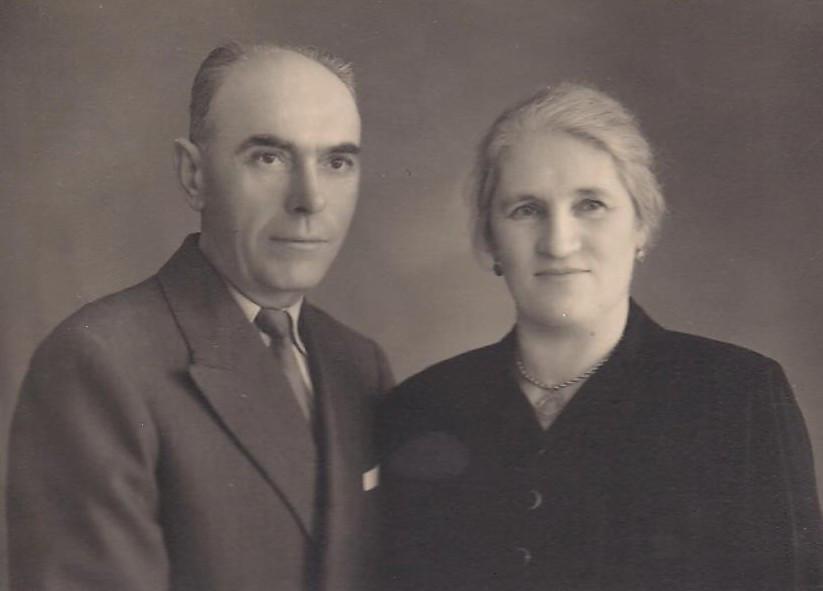 Sus padres Antonio y María