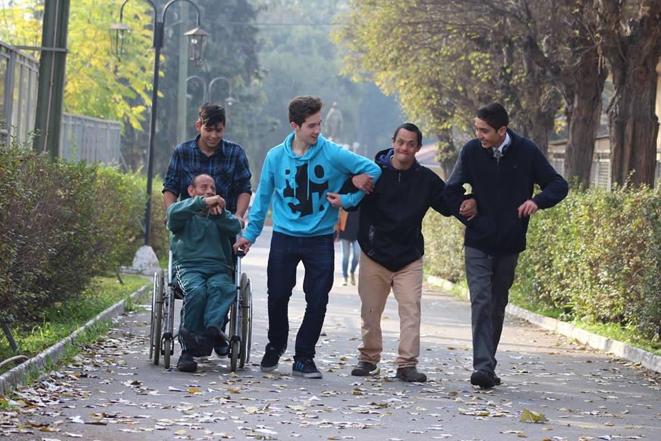 Jóvenes voluntarios en el Pequeño Cottolengo