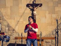 El apostolado musical de nuestro seminarista Seba Vega