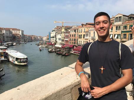 Nicolás Morales a punto de comenzar su noviciado en Italia