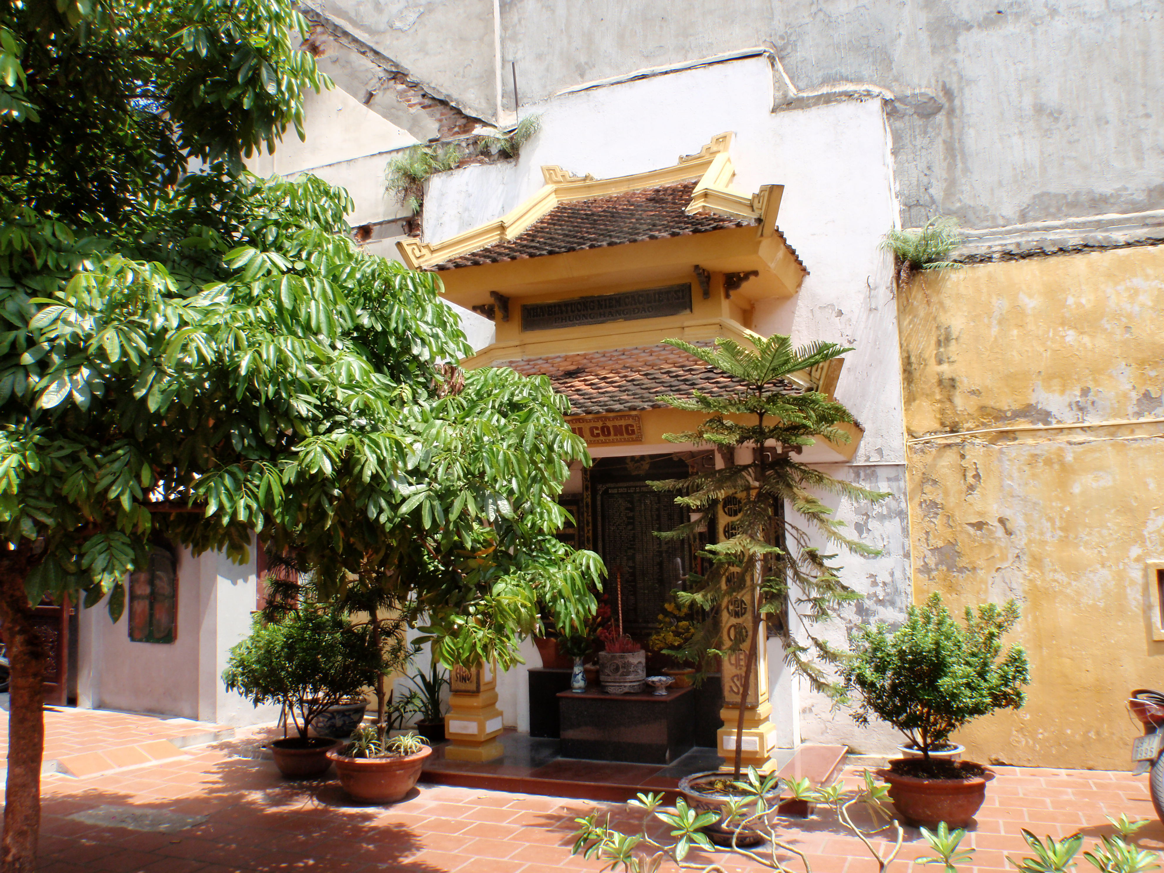 Hanoi courtyard