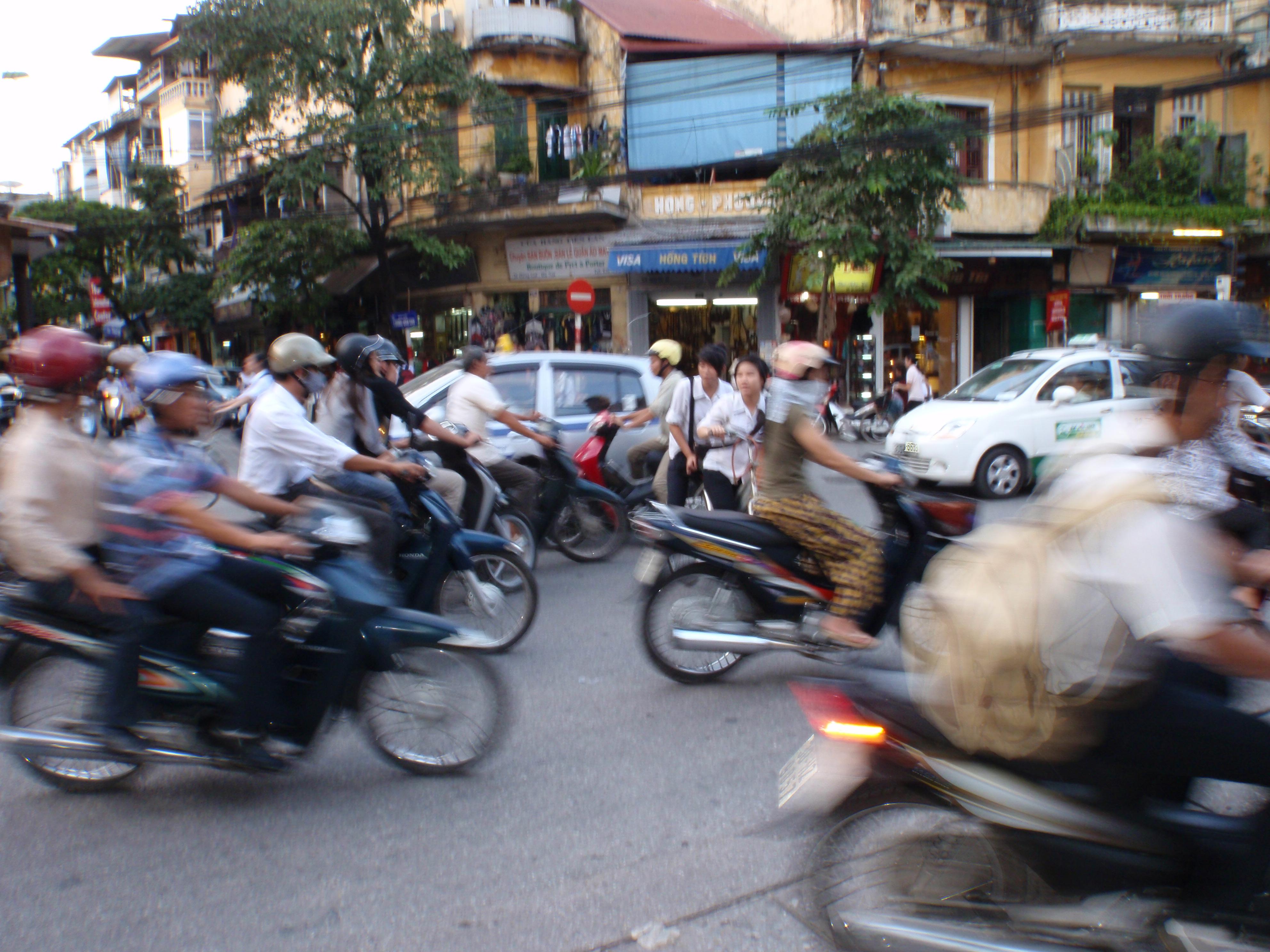 Hanoi traffic and how to cross