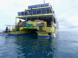 Resort boats pick up passengers