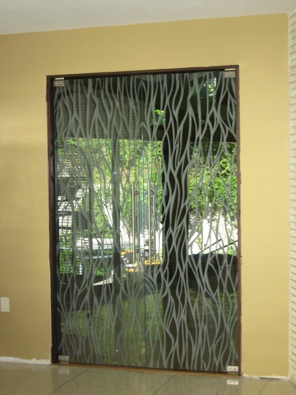 11 - Edged glass door