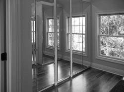 18 - Mirror closet door