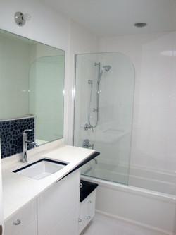 10 - Glass screen on bath tub