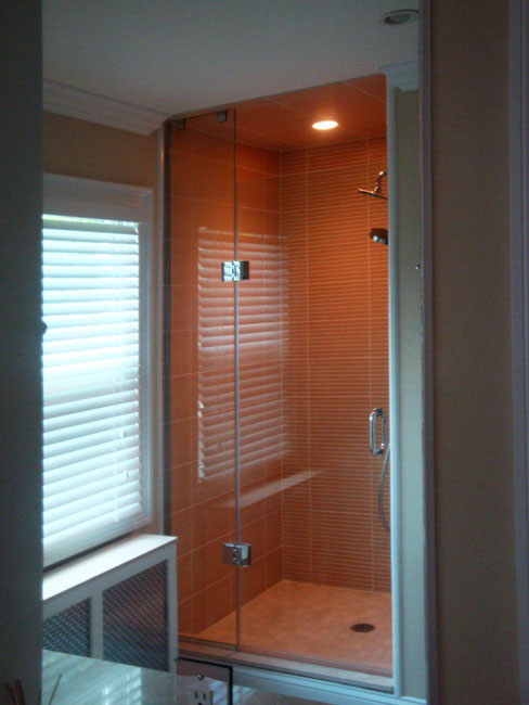 6 - Frameless shower door