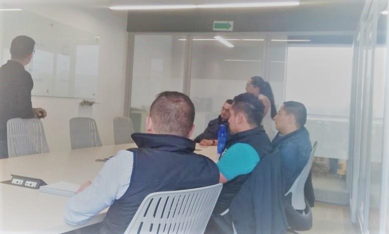 Sesión de Escuela para líderes en las oficinas de Lanix Colombia.