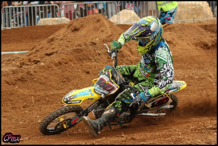 Mike valade en action