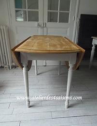 Table_ronde_à_rabats_patinée_gris_perl