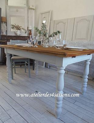 Table vintage patinée gris perle Atelier