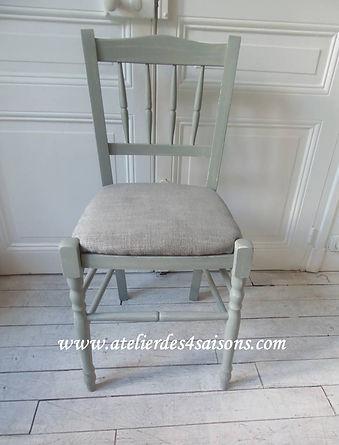 Chaises_patinées_vert_de_gris_perle_Ate