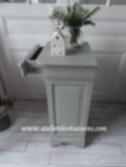 Table_de_chevet_patinée__vert_de_gris__A
