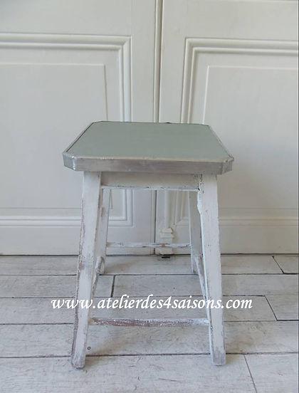 Tabouret_patiné_coton_et_vert_de_gris_A