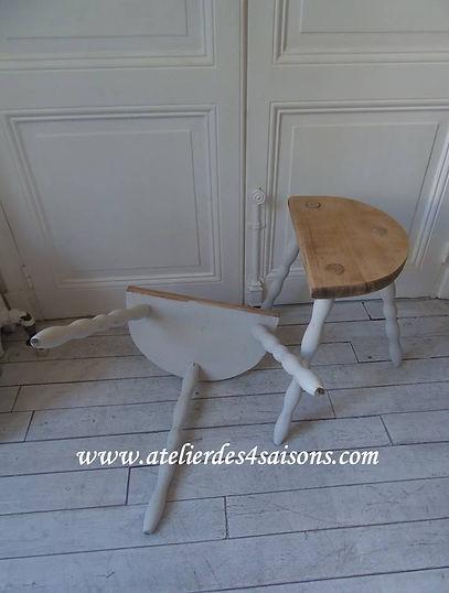 Tabourets_,_chevets_patinés_gris_perle_