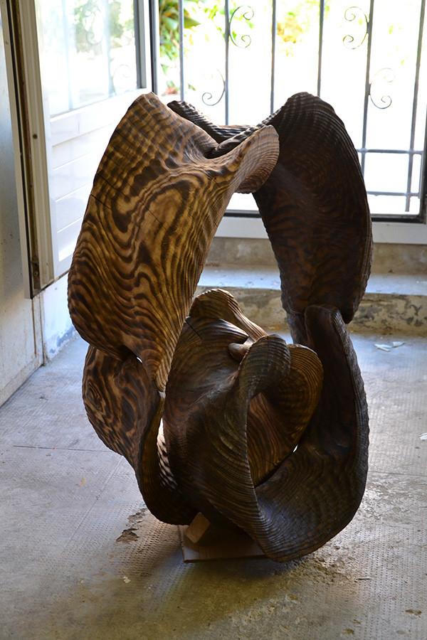 scultura in legno brucciato
