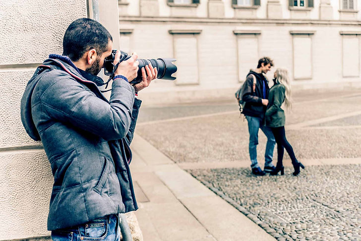 private-investigator-taking-photos.jpg
