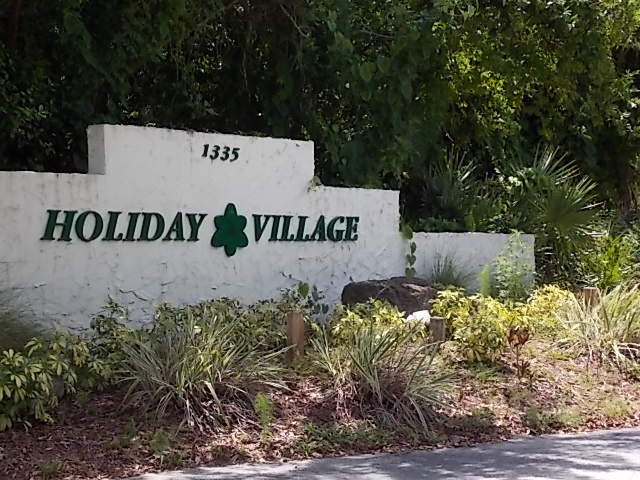 Holiday Village 1.jpg