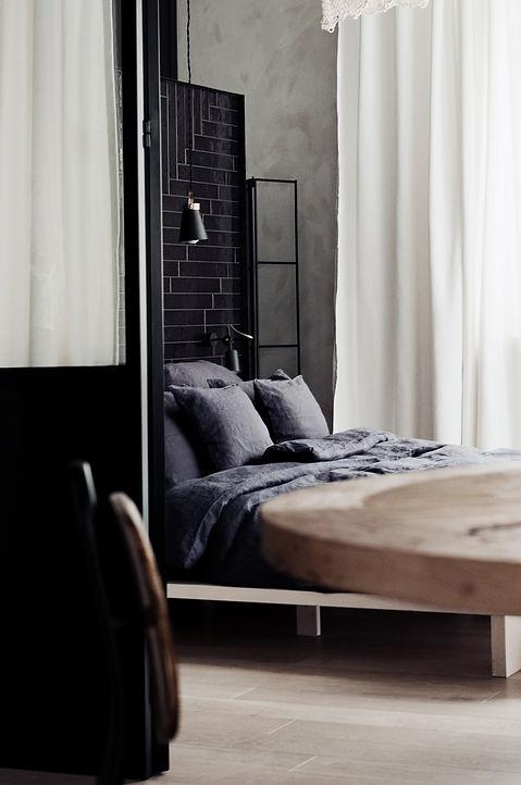 Kolberga_sypialnia_łóżko od drzwi21b.jpg