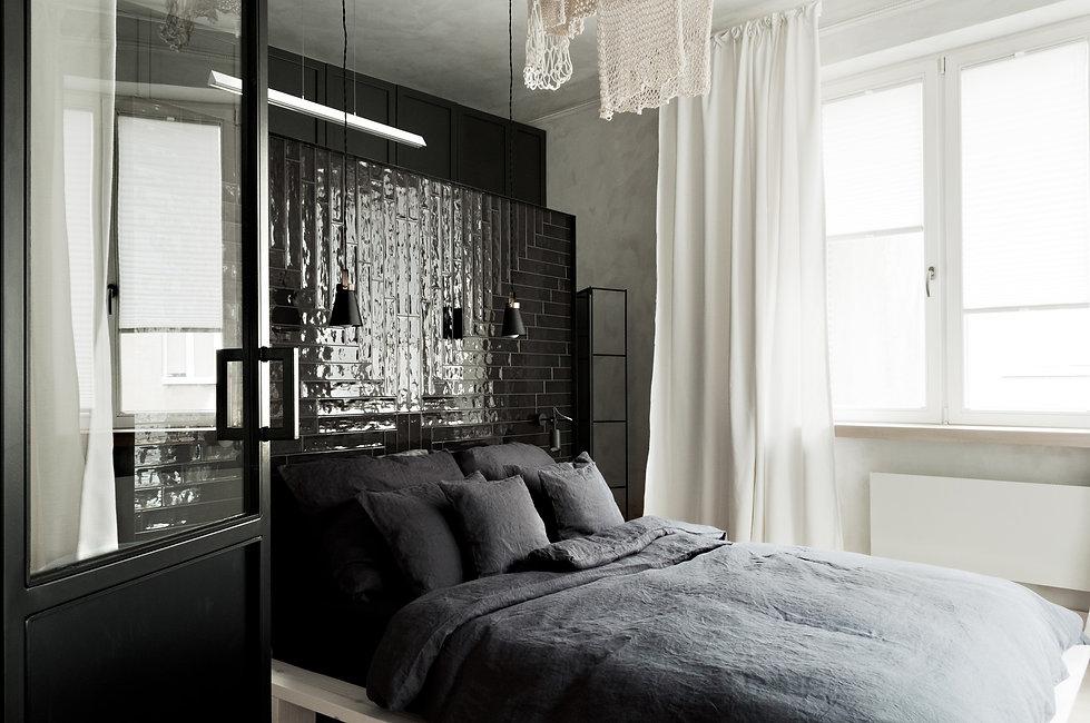 Kolberga_sypialnia_łóżko od drzwi05.JPG