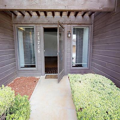 11716 Heritage Square Rd. #B, Oklahoma City, OK. 73120