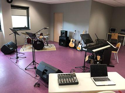 salle education musicale espace scene ouverte