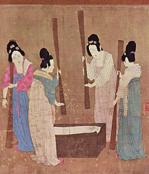 Court_ladies_pounding_silk_from_a_painti
