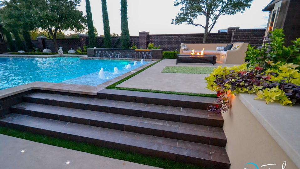 Modern Pool Fire Bar & gushers